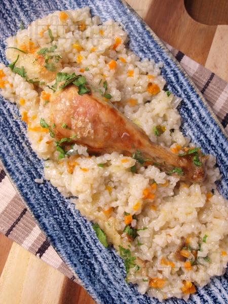 Класическа рецепта за печени пилешки бутчета с ориз - снимка на рецептата